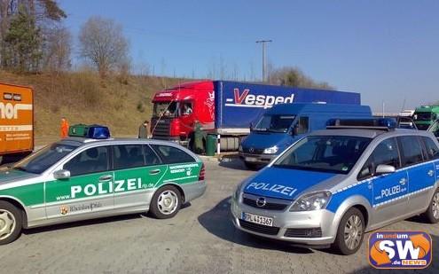 """Autobahnfahnder nehmen mutmaßliche """"Planenschlitzer"""" fest – Tatverdächtige in Untersuchungshaft"""